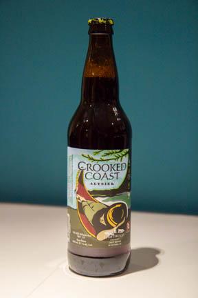 Eine Flasche Crooked Coast Altbier